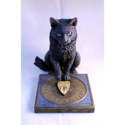 Statuette de chat et jeu ouija